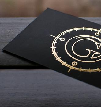 Złoty hotstamping na czarnym papierze